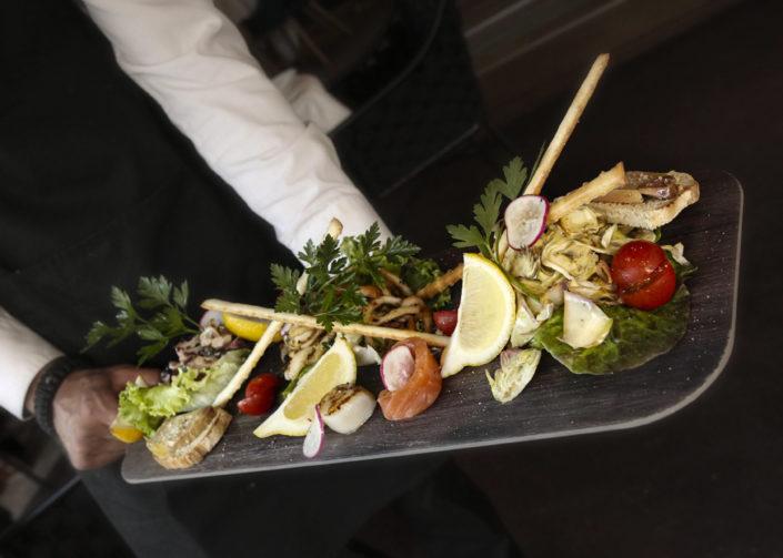Restaurant L'Institution by Brocherie Mandelieu Spécialités de poissons et fruits de mer à Juan-les-Pins - La planche à partager