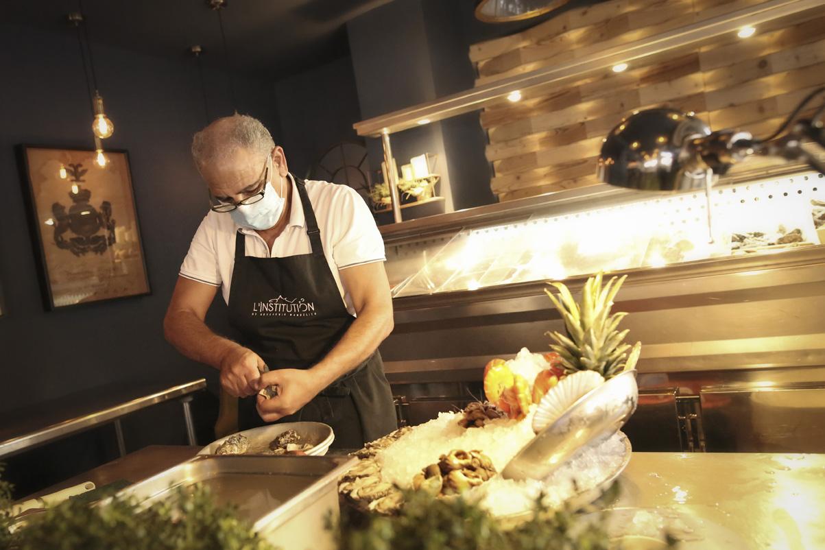 Restaurant L'Institution by Brocherie Mandelieu Spécialités de poissons et fruits de mer à Juan-les-Pins - Les plateaux à emporter