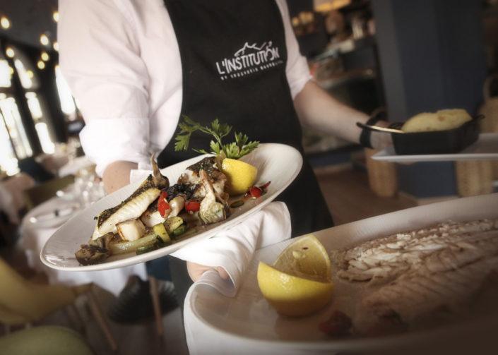 Restaurant L'Institution by Brocherie Mandelieu Spécialités de poissons et fruits de mer à Juan-les-Pins - Le retour de marché
